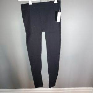 4/25$ 🆕️ New With Tags -Black Leggings